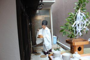 露地にて、三光神社から神主さまにお越し頂いて、神事を執り行いました。